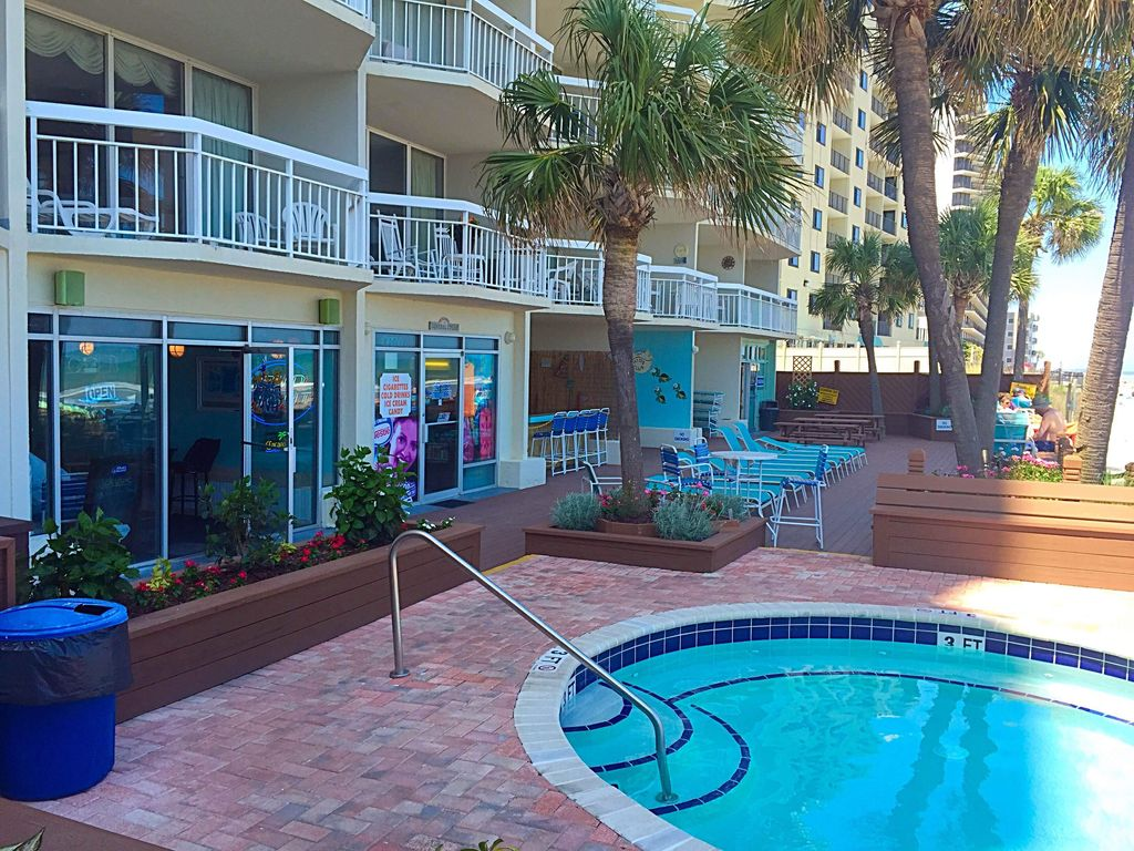Newly renovated oceanfront 2 bedroom condo water 39 s edge resort in garden city garden city for Garden city myrtle beach hotels