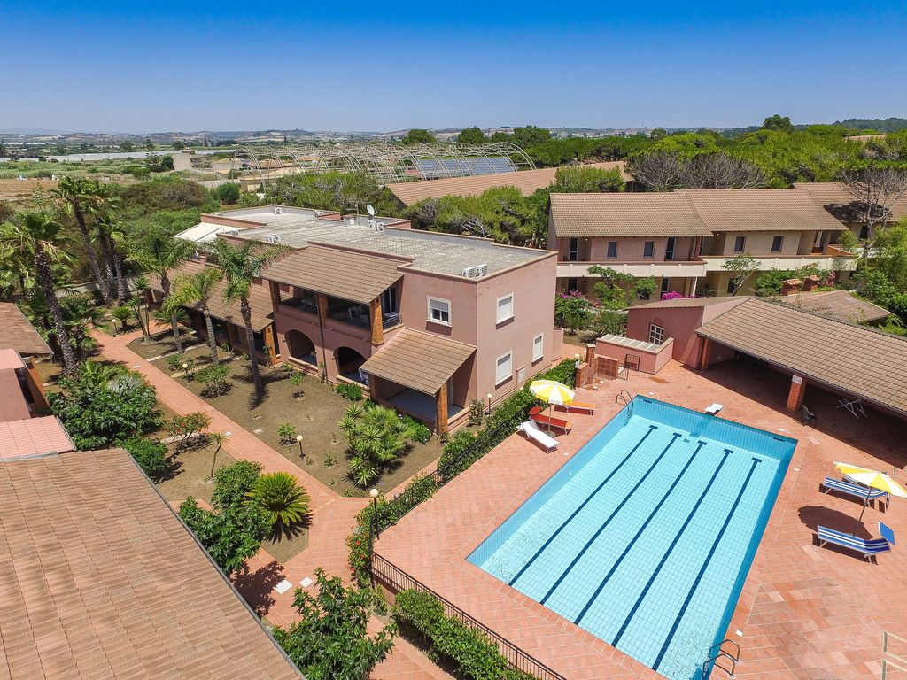 Casesicule residence mare n16 with pool veranda and - How far is 50 lengths of a swimming pool ...