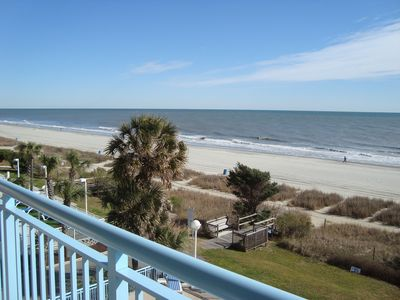 Beautiful, Oceanfront Free WiF. Come watch the dolphins swim by!!
