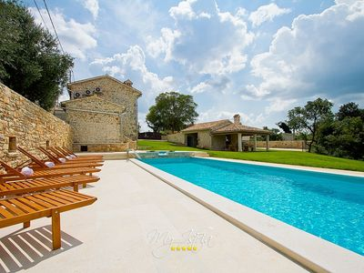 Photo for Beautifully restored villa with pool near Pula