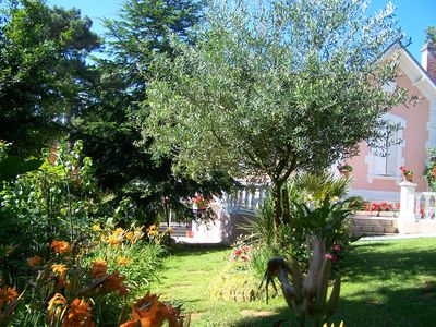 Photo for Close to downtown and beaches, but in the quietness of a pretty garden