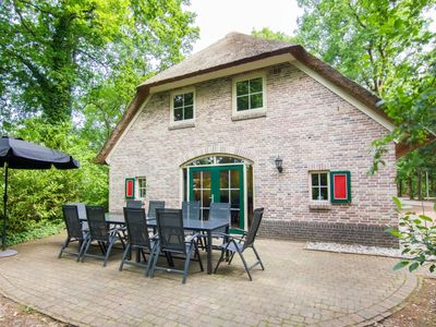 Photo for Luxury 10-person farmhouse in the holiday park Landal Het Land van Bartje - in the woods/woodland setting