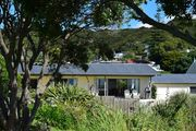 Bay Retreat - Absolute Beachfront Holiday Home