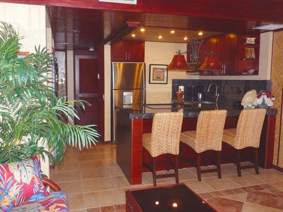 Photo for Hawaiian Princess - Remodeled beachfront with spectacular view