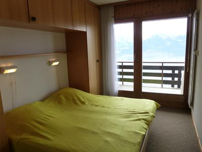 Photo for 3*, renovated 2-bedroom apartment for 4-6 people, located at 200m from the lift. Bright living room