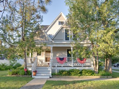 Traverse City Front St.- Victorian home - close to beach and downtown