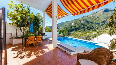 Photo for Comfortable villa with beautiful terrace overlooking Marbella