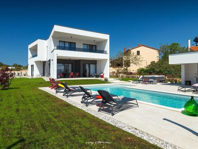 Photo for Luxurious villa near the sea