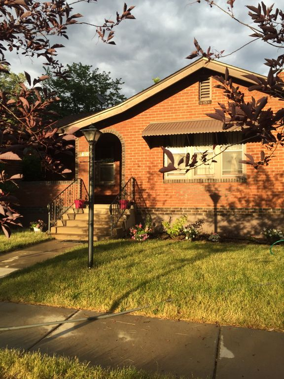 Relax in this 3bdr Historic Brick Home in center of town