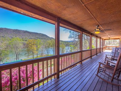 Photo for River and Mountain View Spacious Lodge on TN River Gorge outside Chattanooga