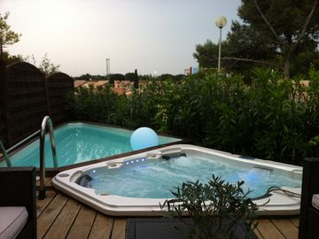 Quiet Villa with SPA, Pool, Gardens, WiFi, AirCo, beach at 600m