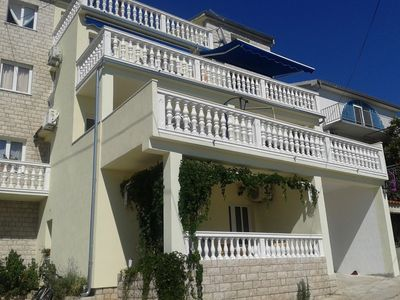 Photo for Apartment in the center of Tisno with Air conditioning, Parking, Balcony (461116)