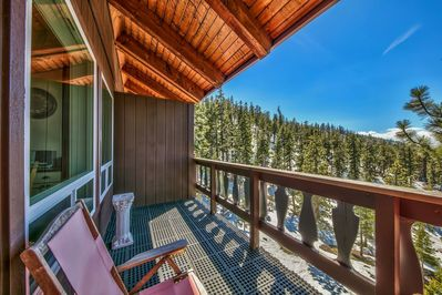 Lakeview cabin no steps. close to Heavenly Ski Resort. Advance skiers ski out the back to the Ski Resort ! Snow permitting