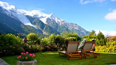 Photo for Delightful little charming chalet, quiet and 2 steps from the center of Chamonix