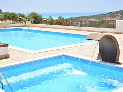 Photo for Scirocco Cottage in villa with pool and jacuzzi