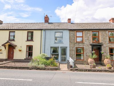 Photo for CASTLE GREEN, pet friendly, with open fire in Talgarth, Ref 1011890