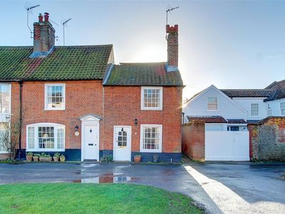 Photo for 17 South Green - Three Bedroom House, Sleeps 4