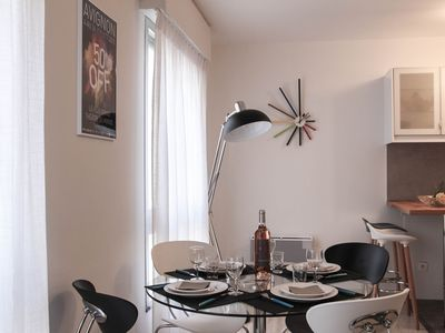 Photo for Apartment 50 m2, 1 bedroom, 2/4 pers in the hyper center, parking