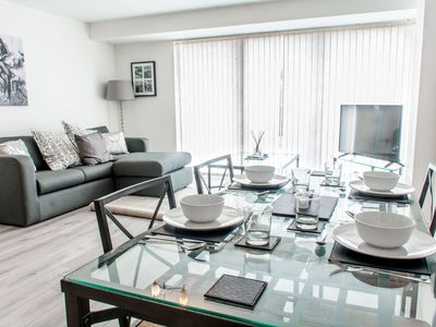 Photo for Central 2 bed, Modern Apt - Free Parking!