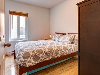2BR Near Everything (Free Parking, Sunny Terrace)