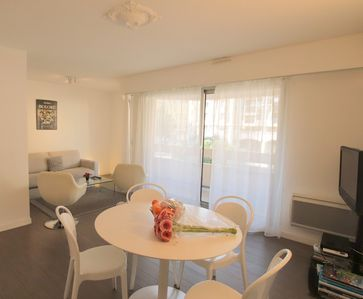 Photo for Cigalusa: one bed flat, terrace, parking Port of Nice
