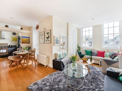 Photo for Modern and Family Friendly Apartment next to the Royal Opera House