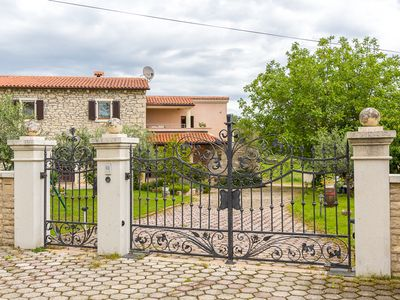 Photo for Rustic apartment away from the hustle and bustle with bedroom, washing machine, air conditioning, WiFi, garden and barbecue area