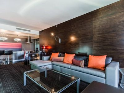 Photo for UPPER FLR BEAUTIFUL PALMS PLACE 1BR 32-01 - One Bedroom Aparthotel, Sleeps 4
