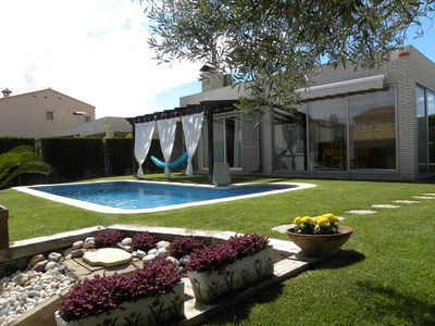 Photo for Nice and modern house on ground floor with private swimming pool