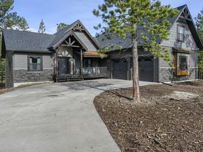 Brand New Construction 6BR All Suites on All Paved Roads with Heated Garage!