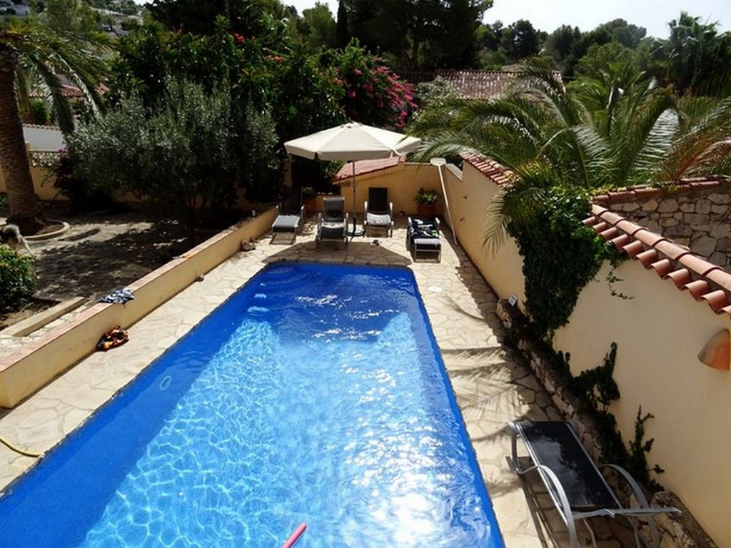 Swimming Pool Air Conditioning : Large private villa with swimming pool air conditioning