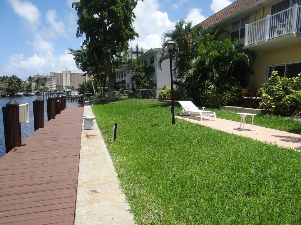 Pompano Beach Fort Lauderdale Brentwood Condo 10 minute walk to the ...