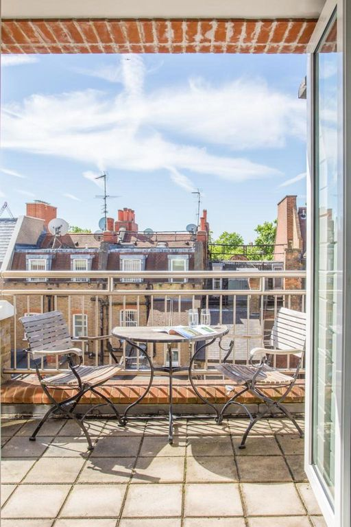 London Home 352, Beautiful 5 Star Holiday Home in a Prime Location in London - Studio Villa, Sleeps 4