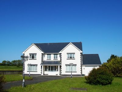 Photo for Llanllwchaiarn Holiday Home, Sleeps 6 with WiFi