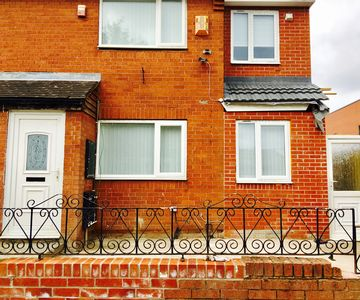 Photo for 5-Bedroom Semi-Detached House