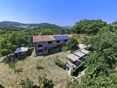 Photo for Quiet apartment with wifi, large pool, BBQ and terrace near Gubbio
