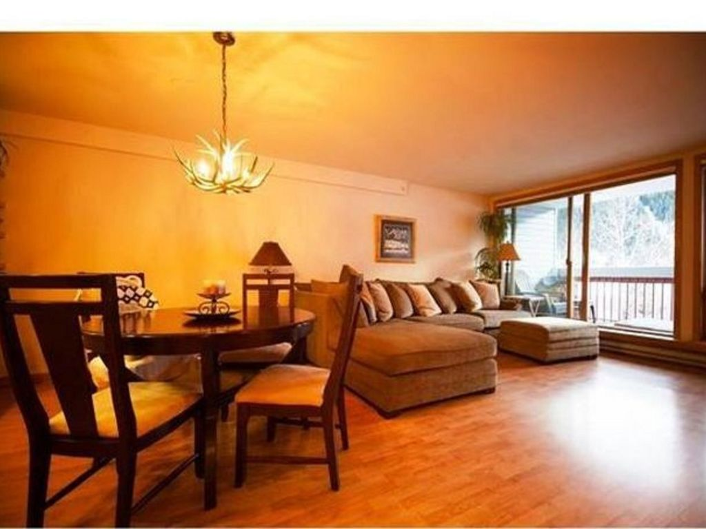 Very spacious main living area. Huge windows with fantastic views to the  slopes.