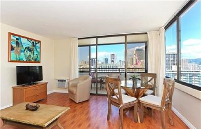 Photo for High Floor Centrally Located 1br w/FREE WIFI, FREE PARKING, A/C & Wash/dryer