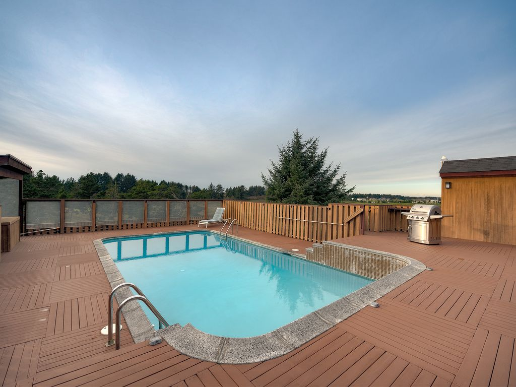 Private executive home with pool and sauna vrbo large heated swimming pool the pool is heated june september sciox Gallery