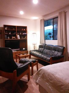 """Ekornes leather furnishings and 40"""" TV with cable"""