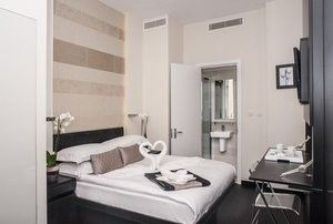 Photo for Apartment in London with Air conditioning, Lift, Terrace (493655)