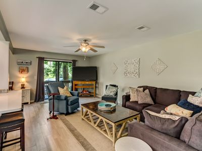 Beautifully Remodeled Pet Friendly Forest Ridge Townhome- Short Walk to the Beach