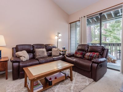 Photo for Spacious Crestview 3 bed/ 3 bath.  End Unit. Sleeps 10. Close to Canyon Lodge.