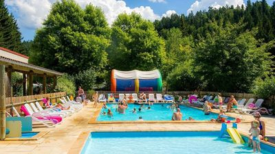 Photo for Luxe Sanitary 5 Pers. Villatent at the 4-star campsite de Vaubarlet in Auvegne