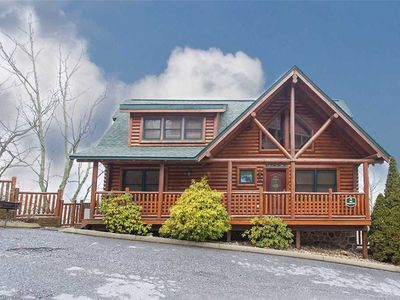 Photo for Valley Vista: 5 BR / 4 BA cabin in Pigeon Forge, Sleeps 15