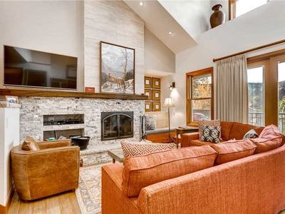 Vaulted ceilings with shared pool/hot tub and ski-in/ski-out access
