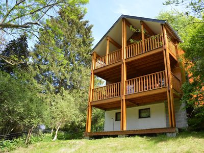 Photo for Comfortable modern chalet with wood finish.