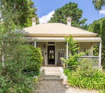 Photo for LORNA @ LEURA - Beautifully Renovated Cottage