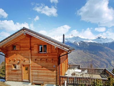 Photo for A luxurious 6 person chalet with superb view.