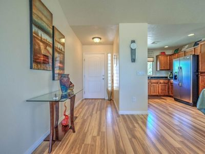 Photo for 2 bed, 2 bath, sleeps 4, Dog Friendly, Awesome Clubhouse and Pool.